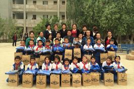 为新疆希望小学定做校服